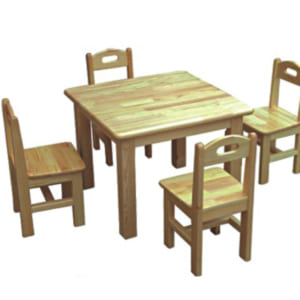 Bàn ghế gỗ thông hình vuông