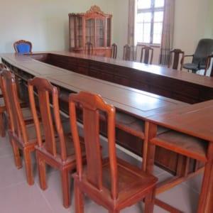Bàn ghế phòng họp bằng gỗ