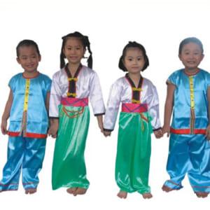 Quần áo dân tộc cho bé