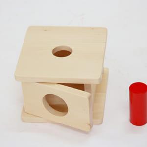 Trò chơi thả hình lăng trụ cỡ lớn vào hộp có lỗ