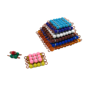 Tháp bao gồm các hình vuông tạo thành các chuỗi hạt màu
